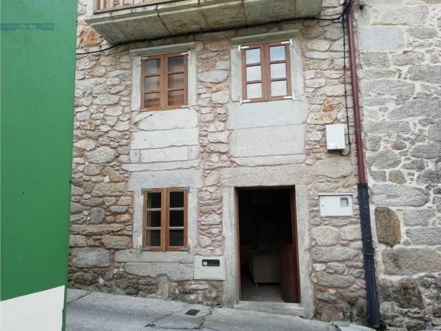 se vende casa restaurada en el centro de corme