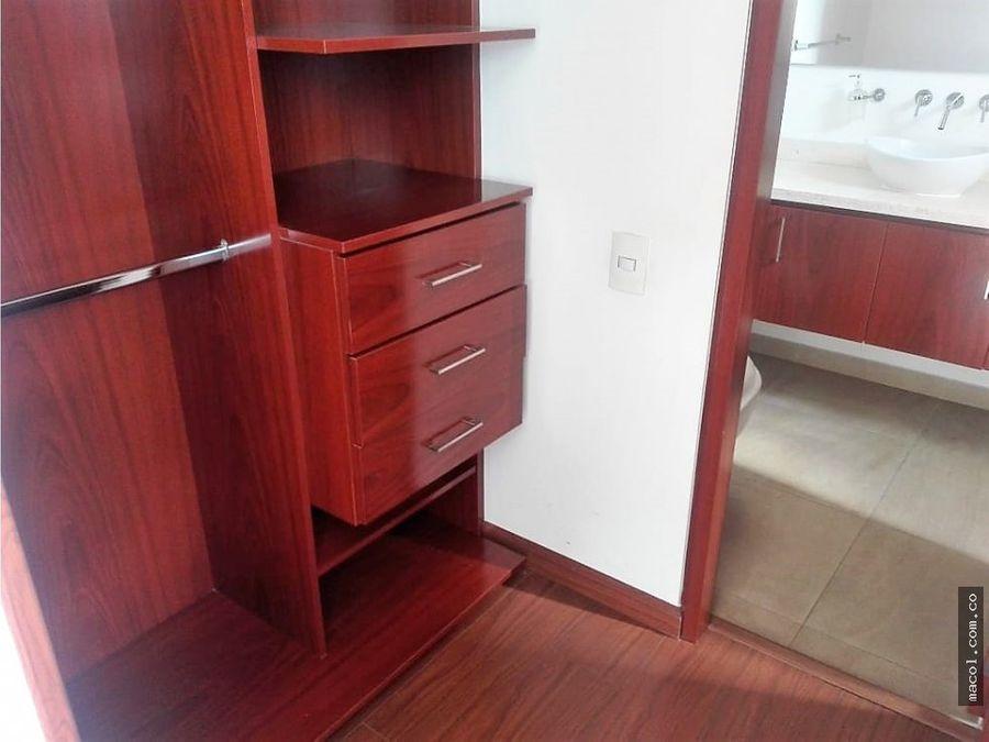 vendo excelente apartamento esquinero en chia pinares
