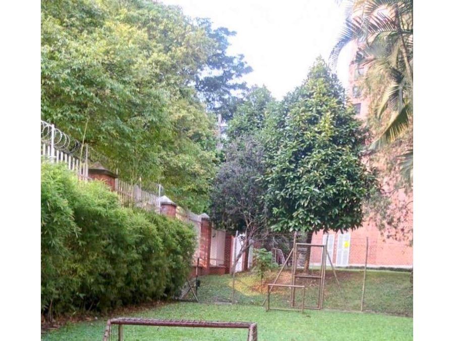 apartamento en medellin patio bonito