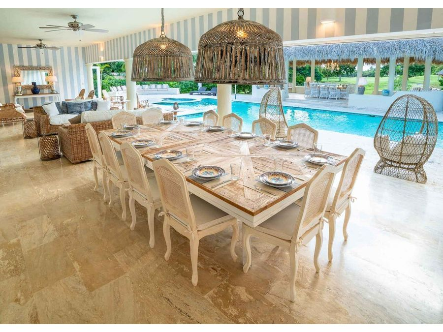 villa de lujo con 7 hab y completamente renovada de estilo de playa