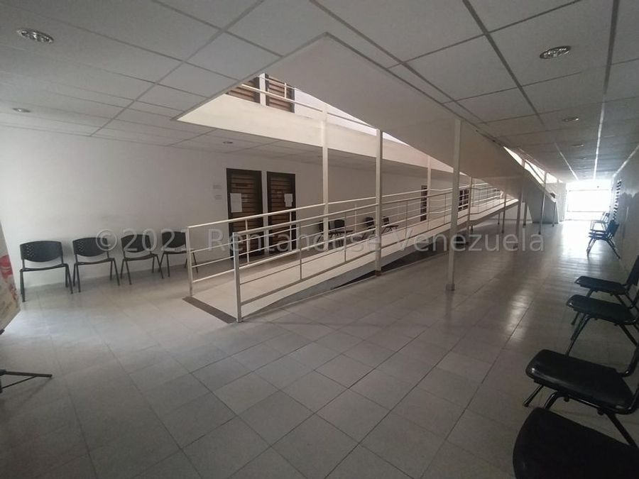 maritza lucena 424 5105659 alquila oficina en centro 21 25273