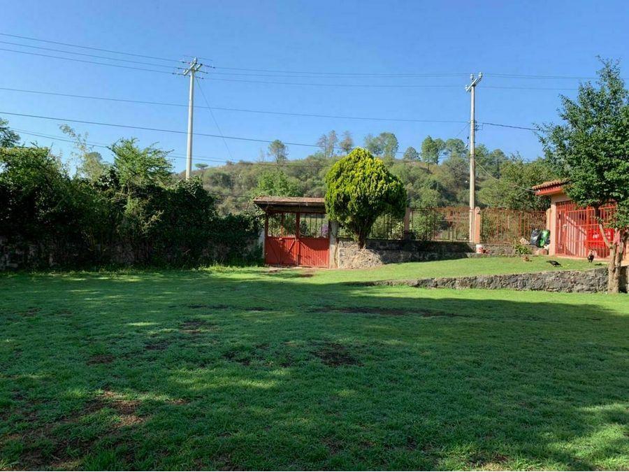 se vende casa con amplio jardin en huecorio patzcuaro