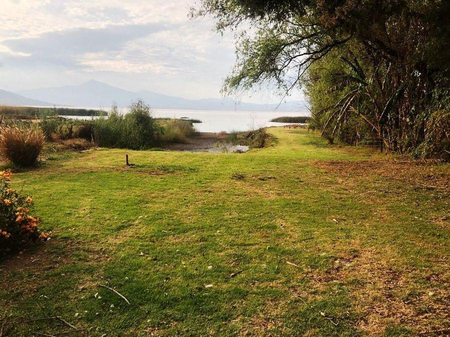 casa en venta en tzintzuntzan con orilla al lago de patzcuaro