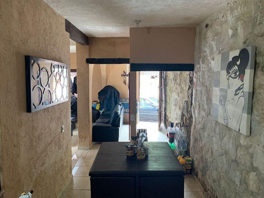 se vende casa con muebles y jardin en patzcuaro