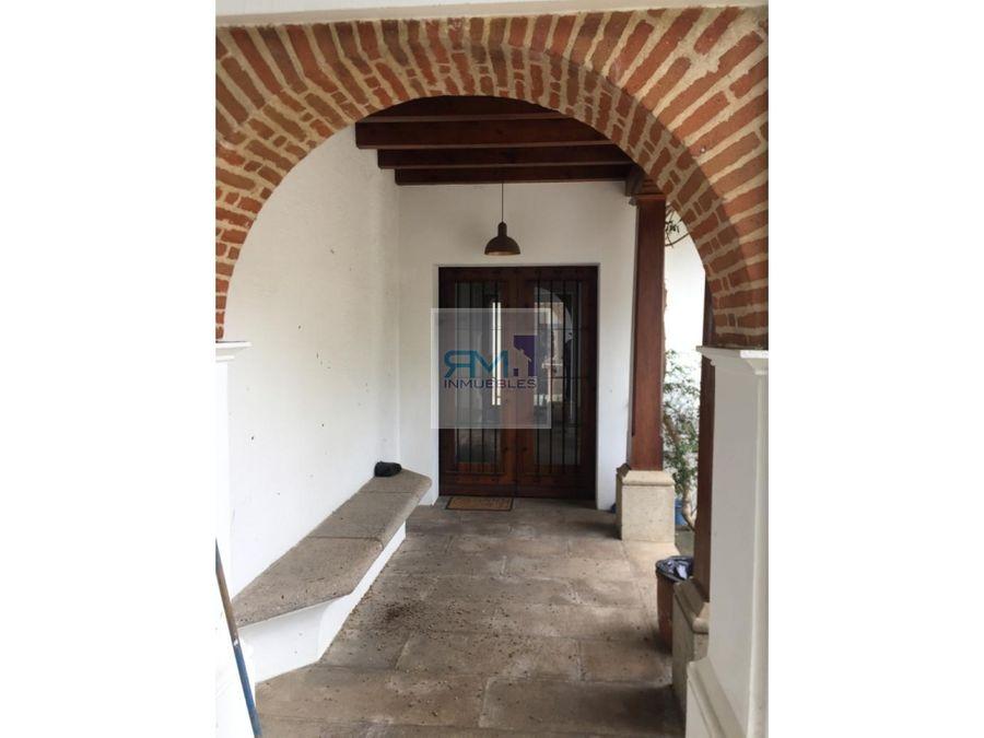 se vende linda casa en antigua guatemala aldea santa ana