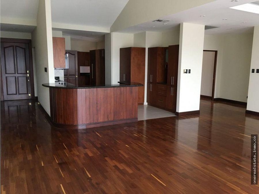 zona 10 vendo apartamento de 2 dormitorios