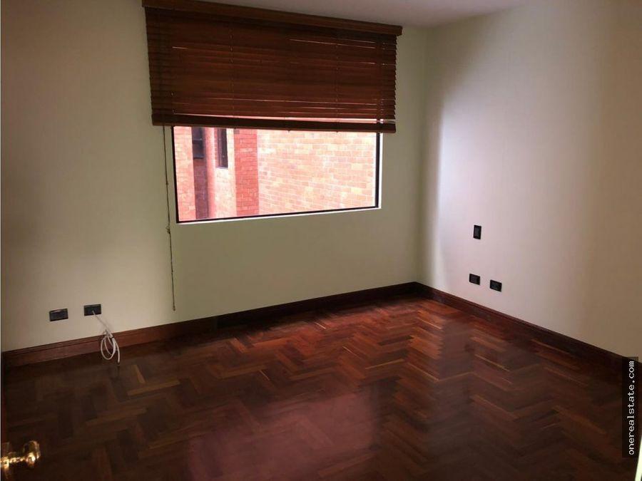 zona 10 apartamento de 2 dormitorios 154 mts2