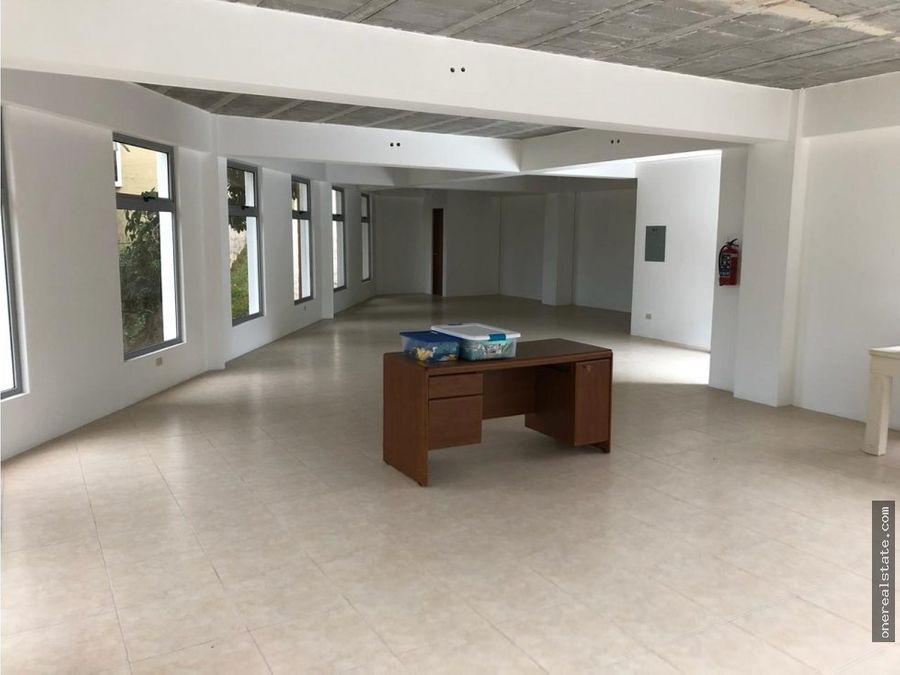 alquilo oficina final 20 calle muxbal de 114 mts
