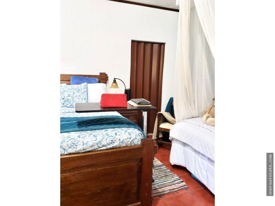 zona 10 vendo casa con 5 dormitorios