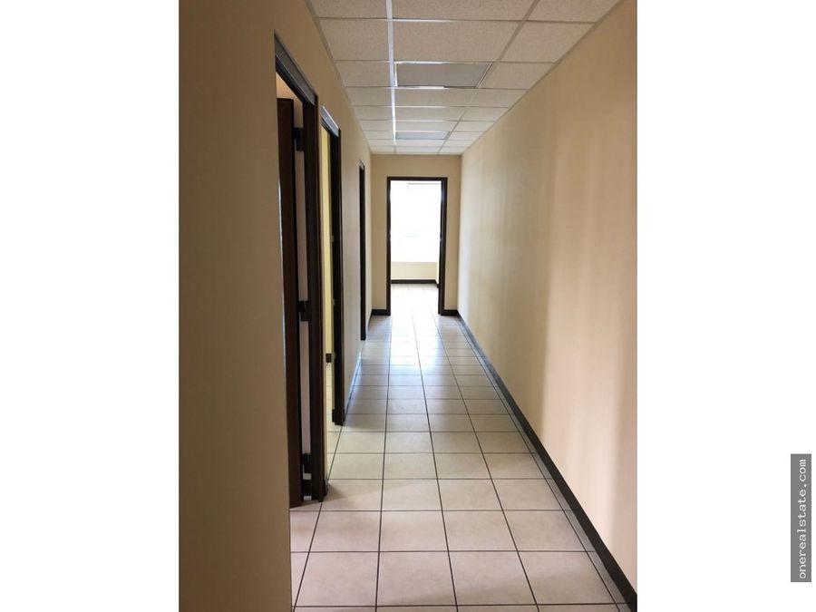 zona 10 alquilo oficina de 81 mts