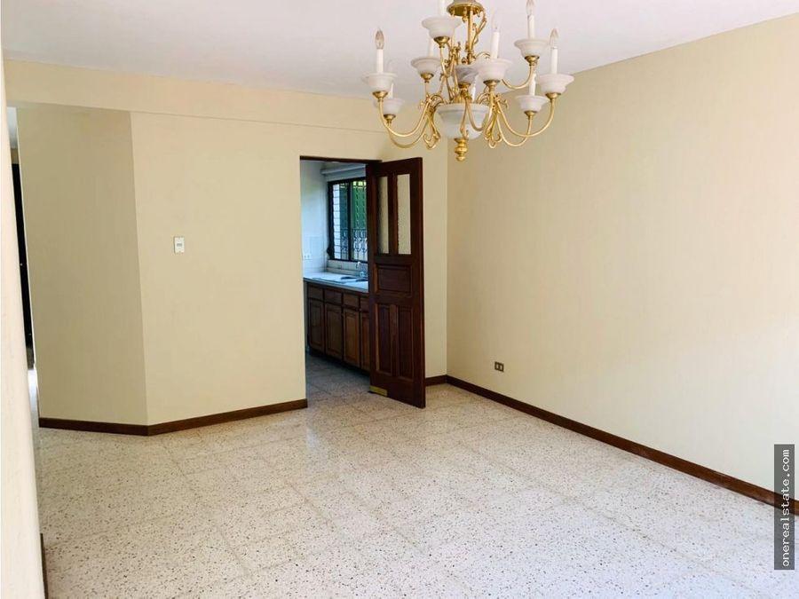 zona 14 casa de 3 dormitorios sector europlaza