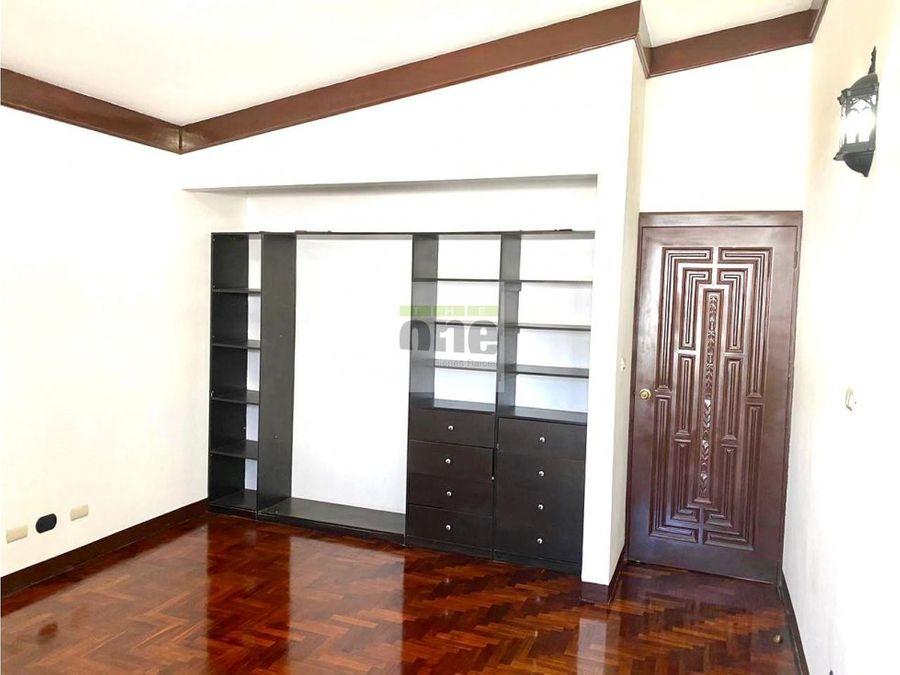 zona 15 vh1 amplia casa en venta