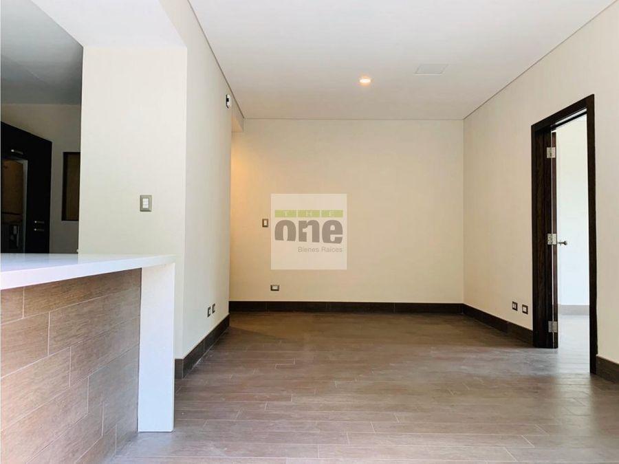 zona 10 apartamento de 1 dormitorio semiamueblado