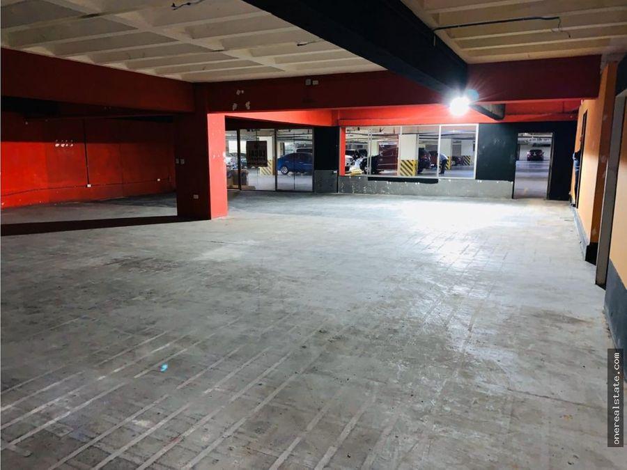 zona 10 local en plaza comercial de 306 mts2