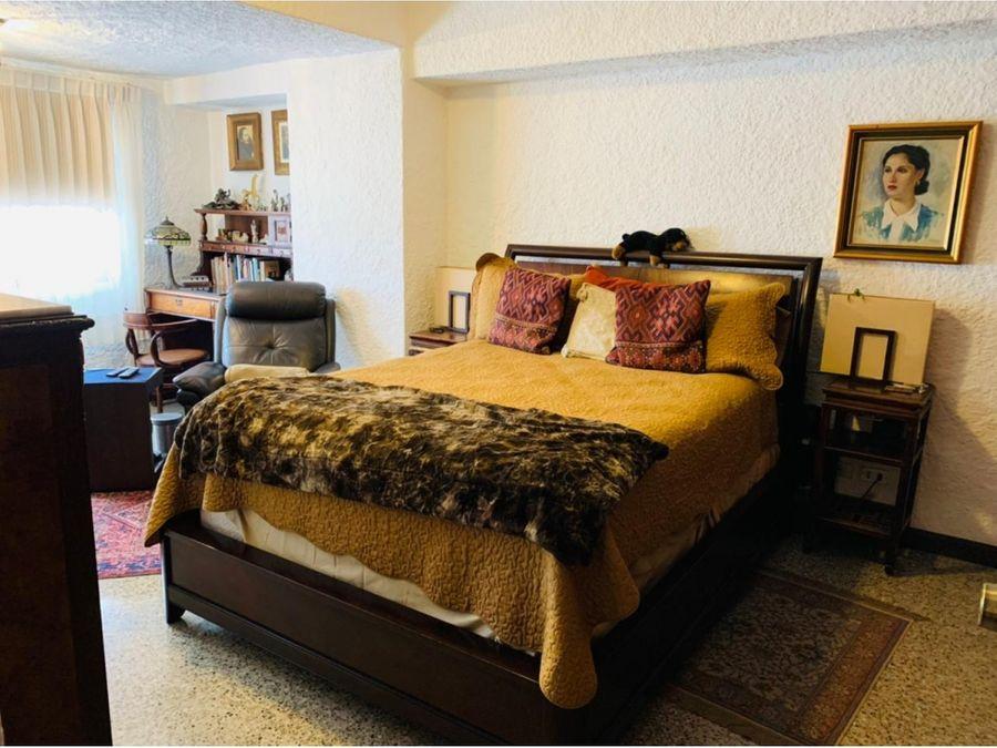 zona 1 vendo amplio apartamento de 3 dormitorios