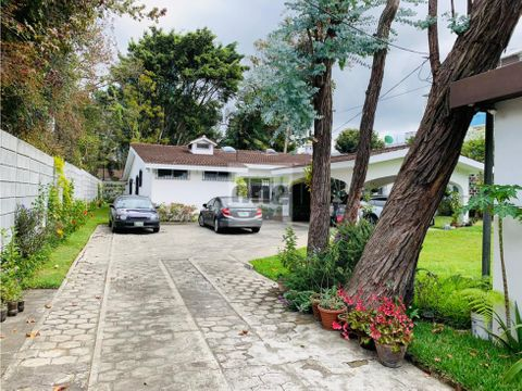 zona 10 casa ideal oficinas consulados embajadas ong amplio parqueo