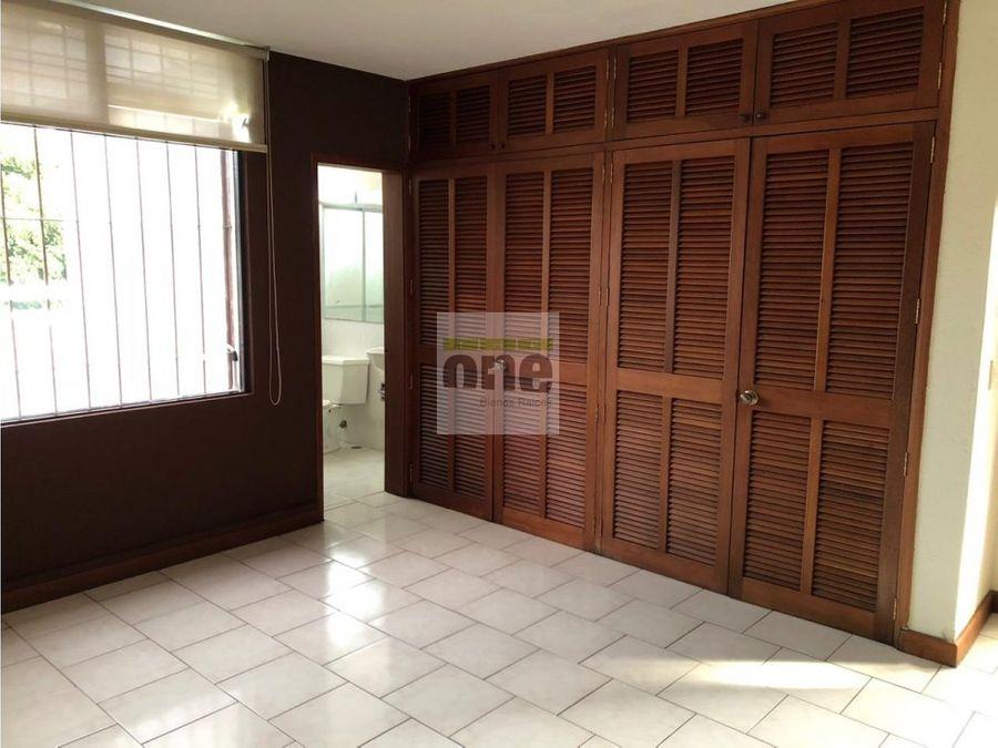 zona 13 amplia casa de 10 ambientes ideal para oficinas