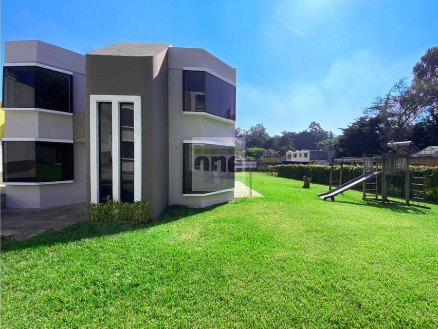 zona 8 san cristobal alquilo casa con amplio jardin