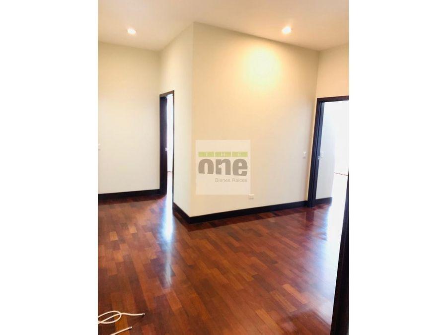 zona 14 alquilo apartamento 3 dormitorios primer nivel san patricio