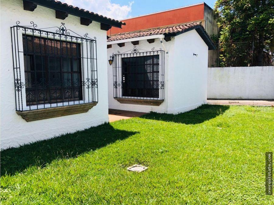 zona 15 casa 1 nivel con jardin y area de oficina