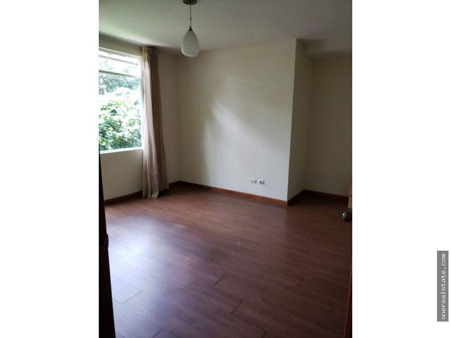 zona 13 apartamento de 2 dormitorios con jardin