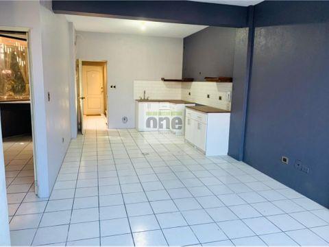 zona 10 alquilo apartamento de 2 dormitorios remodelado