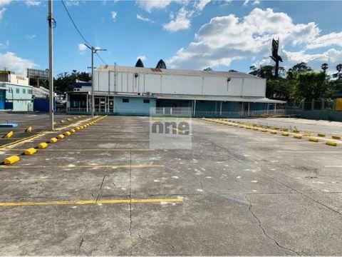 zona 9 alquilo propiedad con amplio parqueo y oficinas