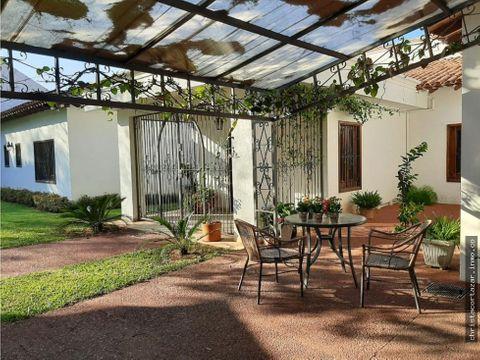 alquilo hermosa residencia en trinidad asuncion