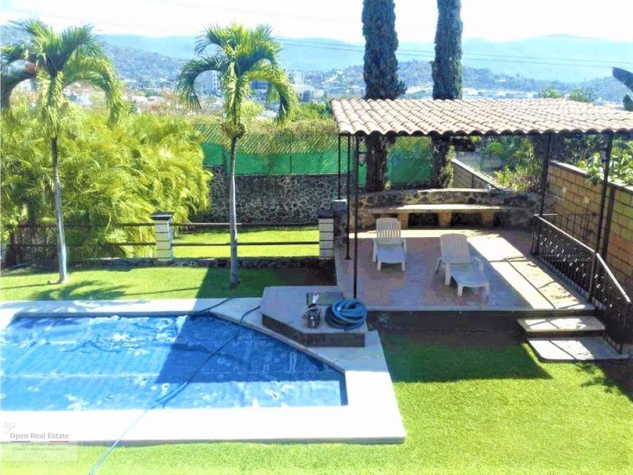 hermosa casa sola estilo cuernavaca con magnifica vista panoramica
