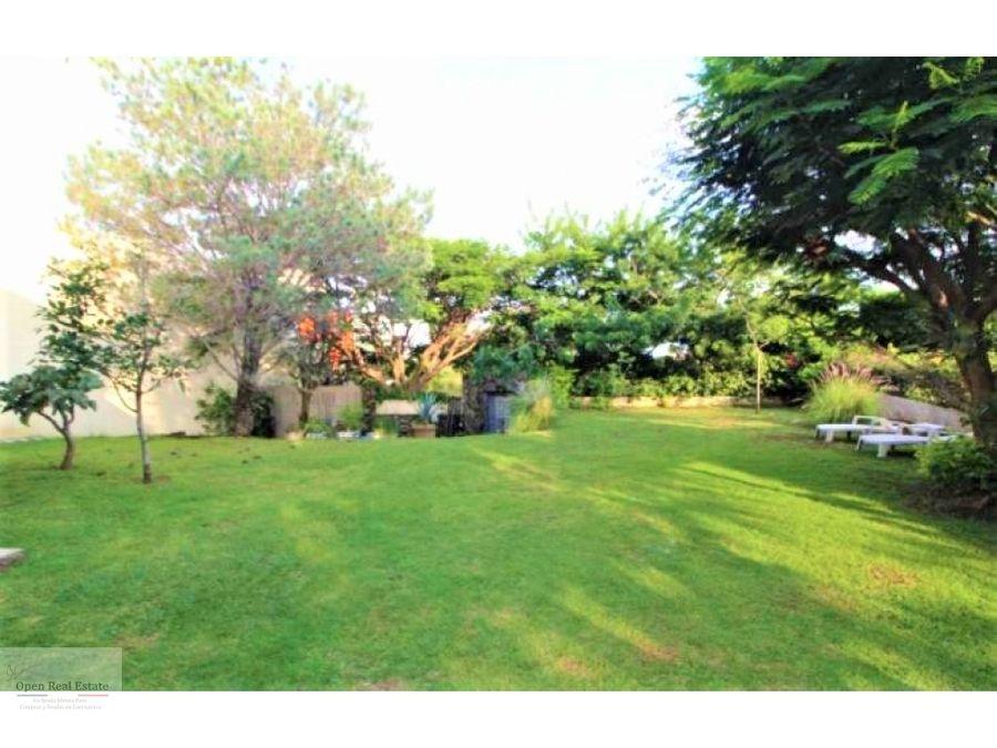 excelente casa en fracc con amplio jardin en cuernavaca