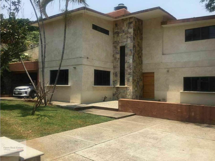 casa estilo cuernavaca en zona dorada