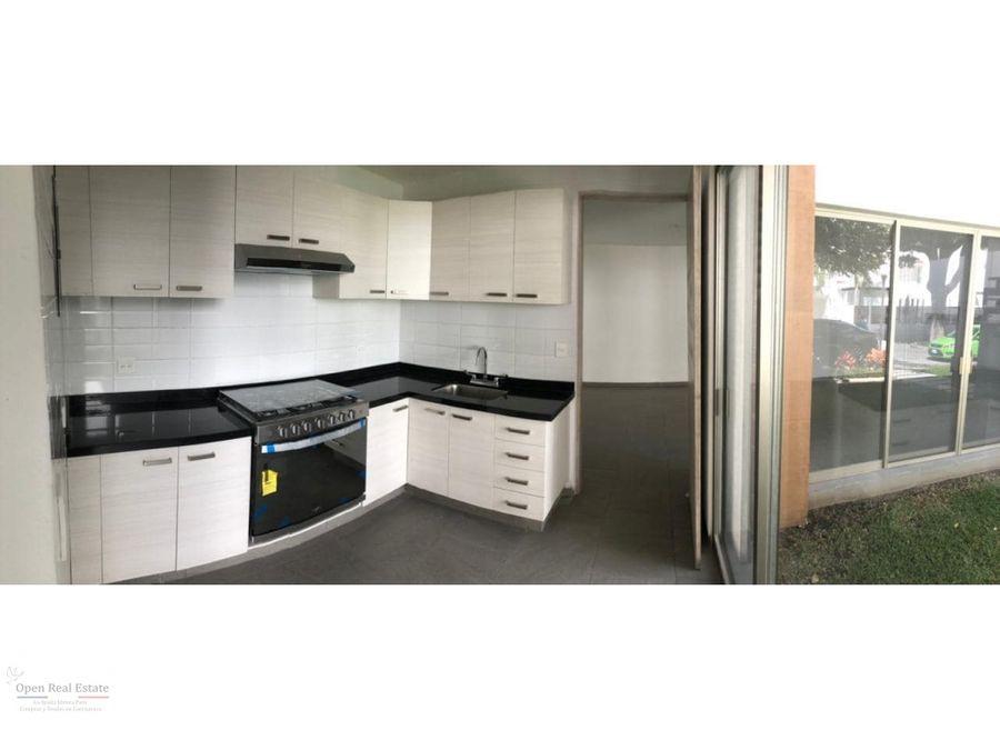 se vende moderna casa en fraccionamiento de 8 casas