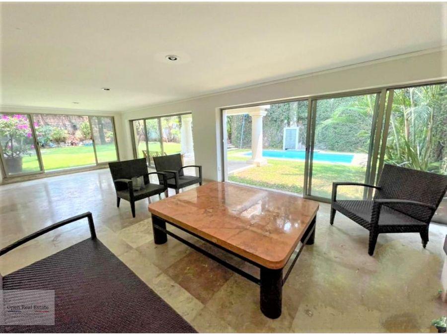casa remodelada con amplio jardin en cuernavaca