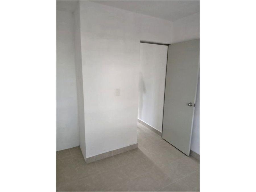 casa en privada con reja de acceso con alberca y palapa
