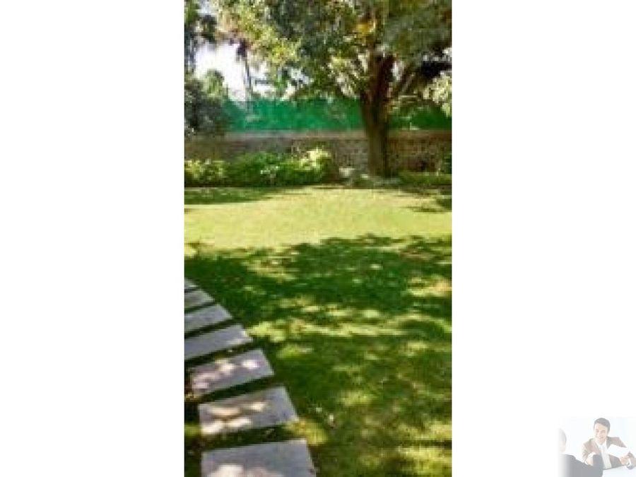 preciosa casa con amplio jardin y arboles frutales