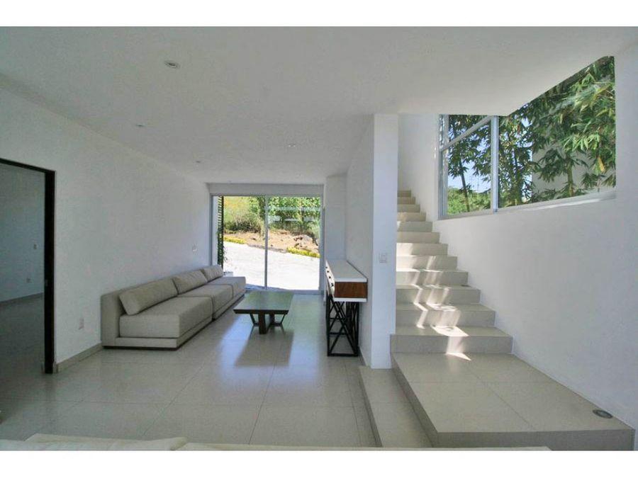 estrena casa minimalista con acabados de lujo