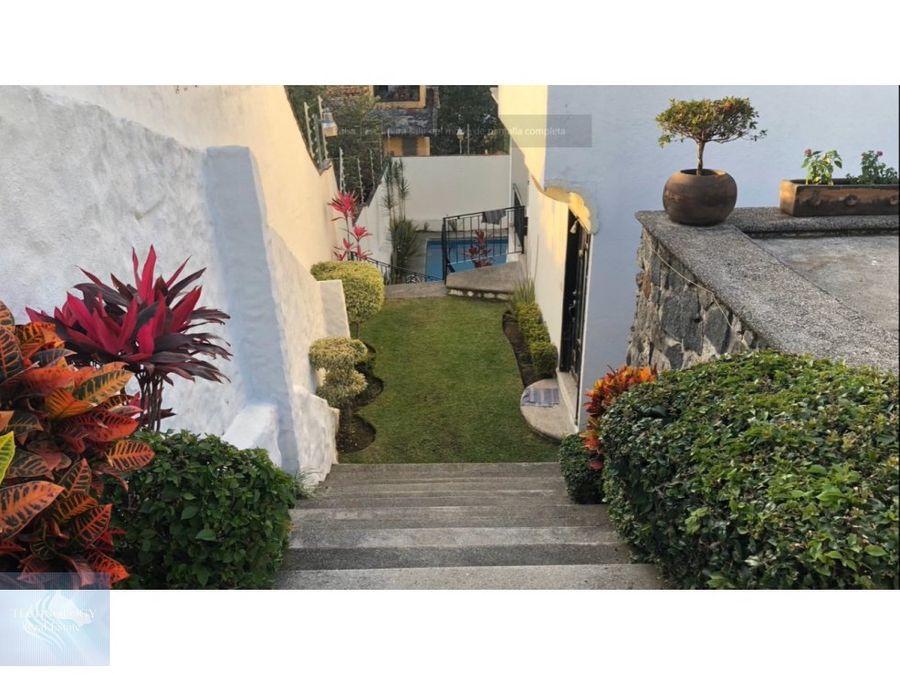 casa con amplio jardin en fraccionamiento burgos