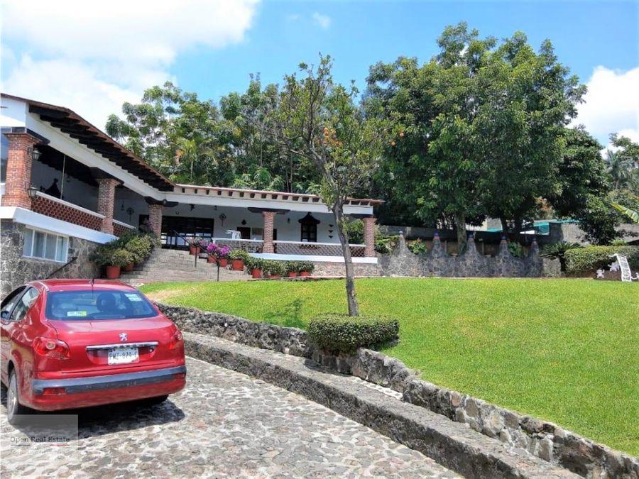 amplia casa estilo cuernavaca con amplia alberca