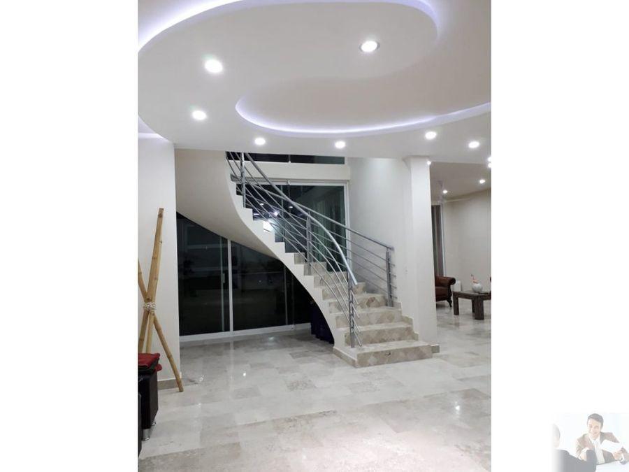 espectacular casa con gran iluminacion
