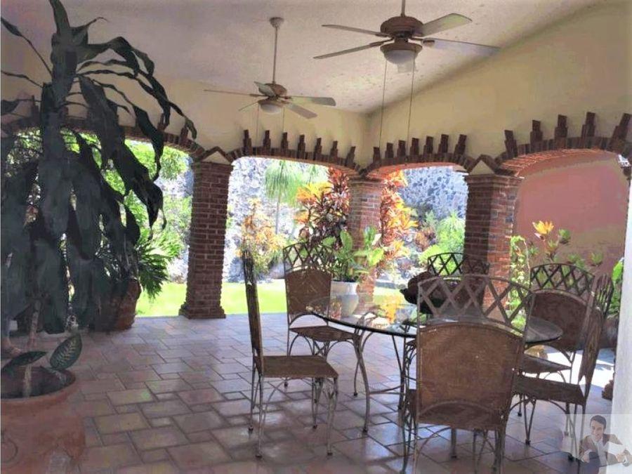 hermosa casa de 2 niveles estilo cuernavaca