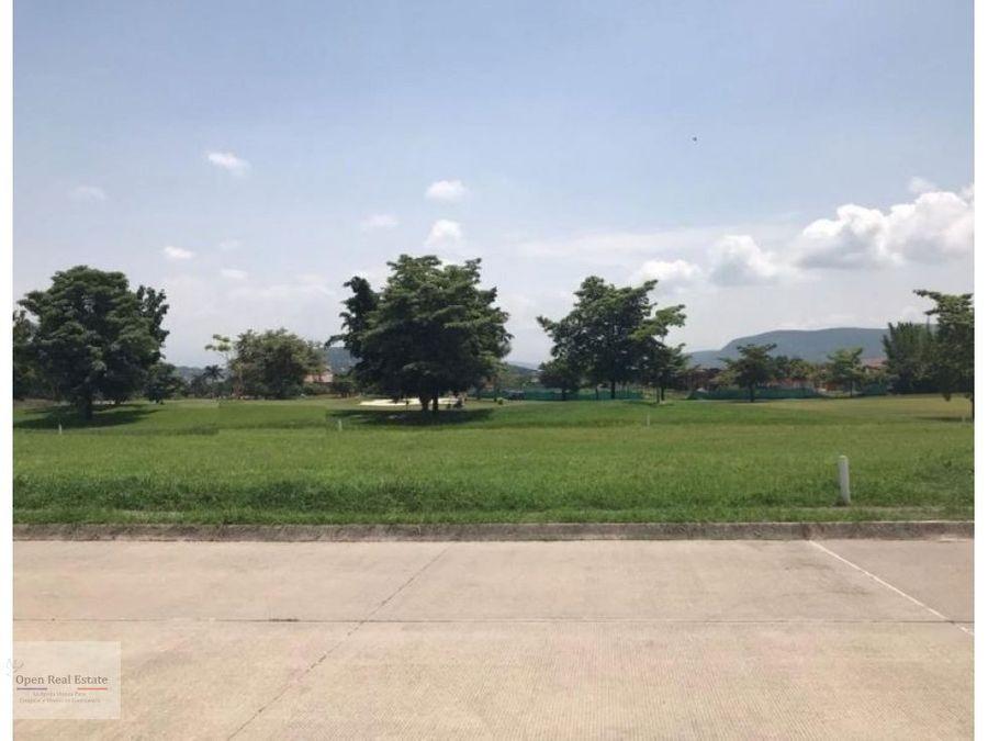 terreno plano aaa con vistaacceso al campo de golf en paraiso