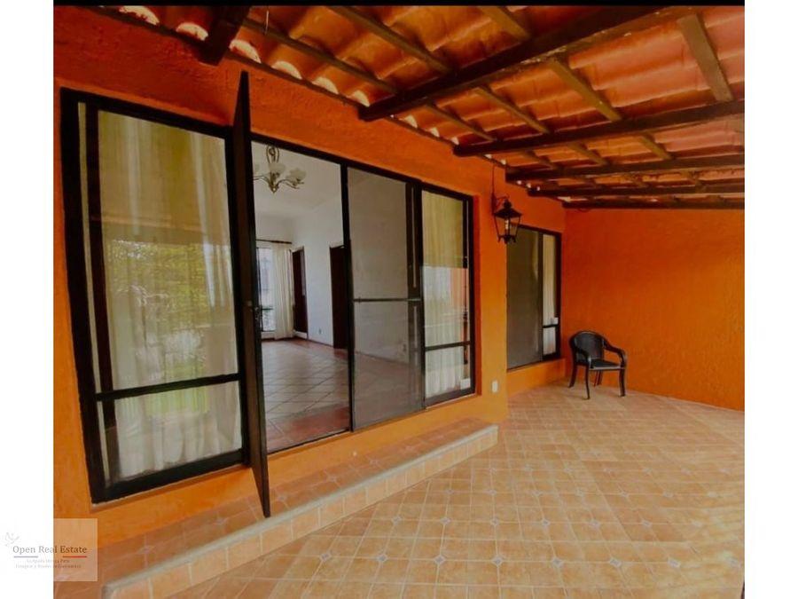 casa de un nivel sobre avenida principal en zona norte de cuernavaca