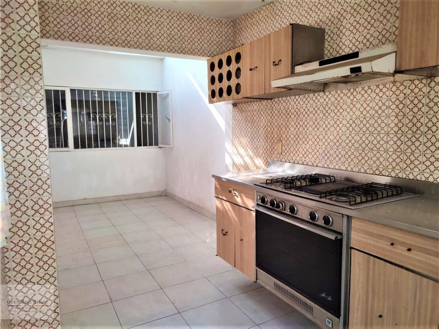 zona dorada casa con alberca en condominio