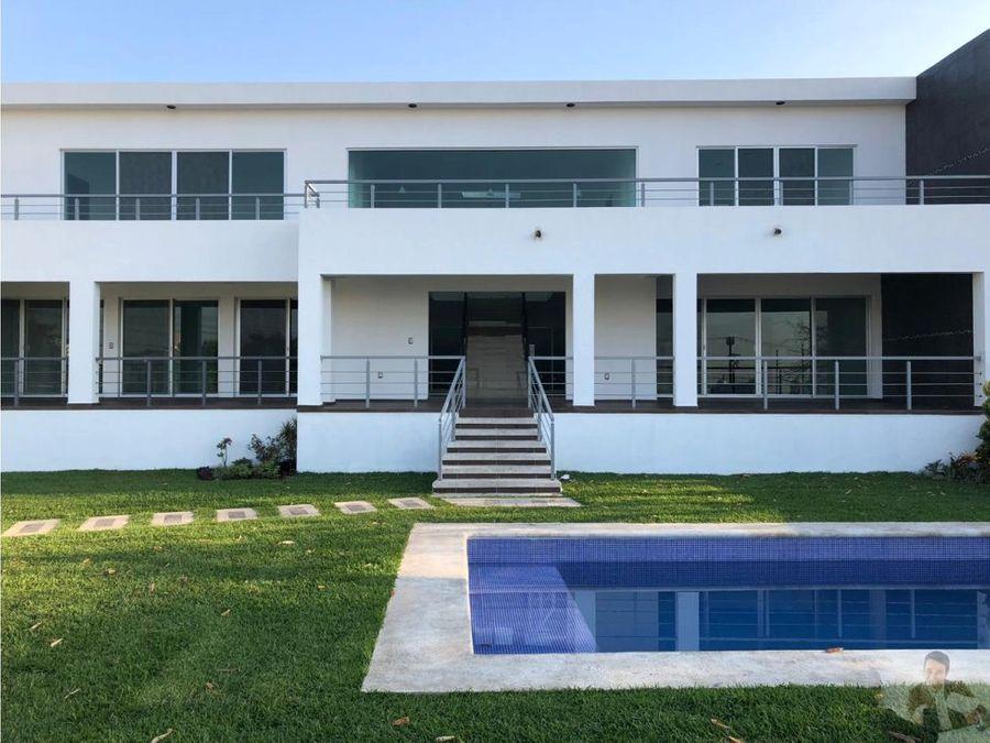 estrena moderna casa minimalista con gran amplitud