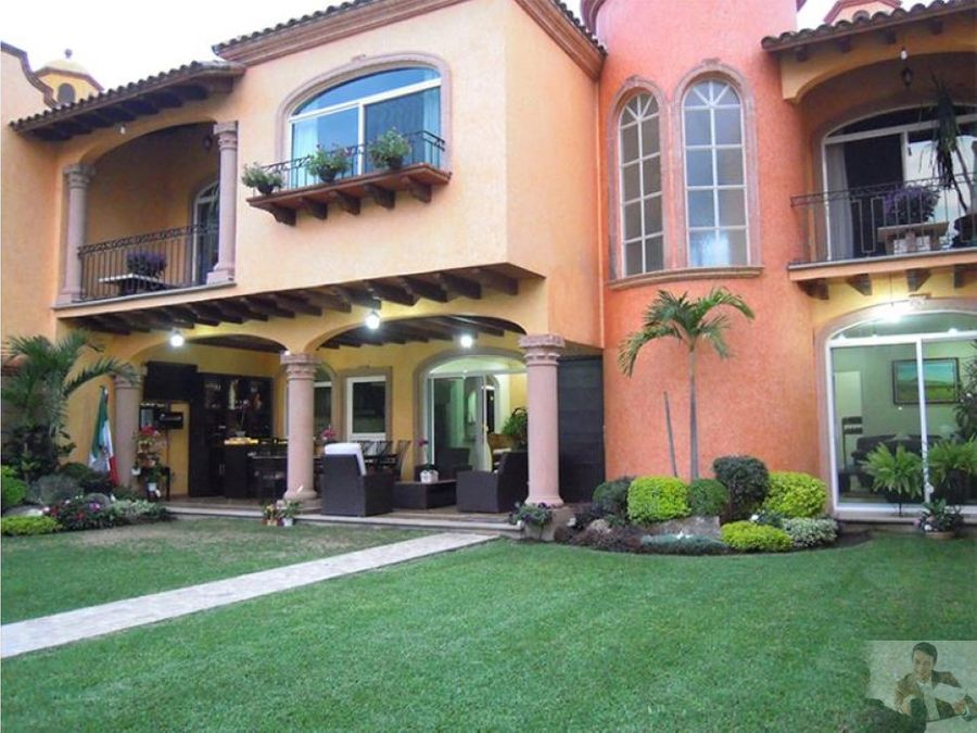 magnifica casa estilo colonial en zona dorada