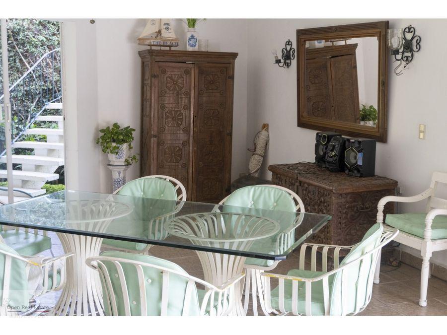 casa con amplio jardin estilo cuernavaca oportunidad