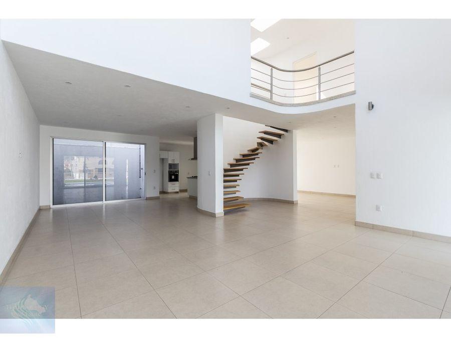 estrena moderna casa con doble seguridad
