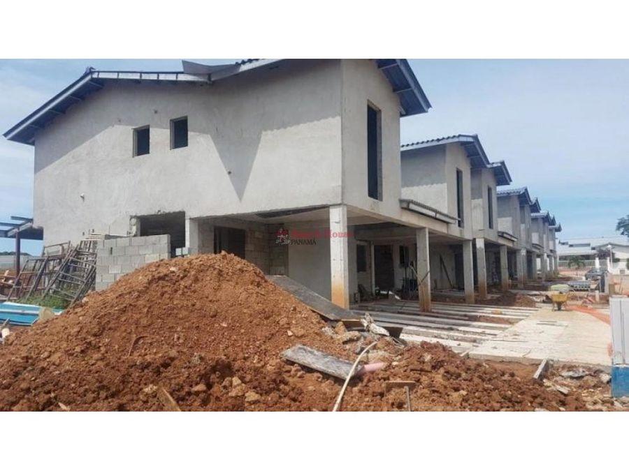 amplia casa en venta en arraijan