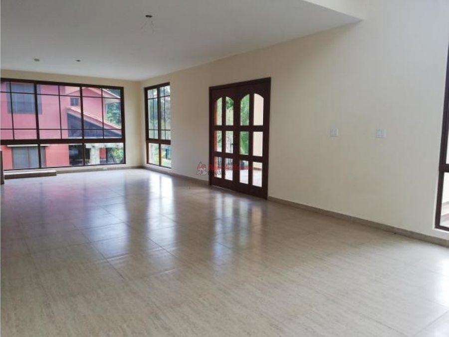 linda casa en venta en clayton