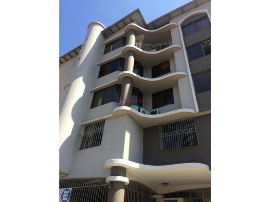 amplio apartamento en venta en 12 de octubre